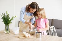 親子で調理