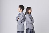 喧嘩をする中学生カップル