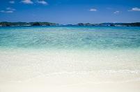 慶良間諸島の透明な海と空