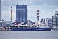 新潟県新潟市 新潟港に停泊するカーフェリー