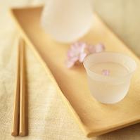 日本酒に添えた桜