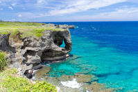 沖縄県 象の鼻の形の岩が特徴の万座毛