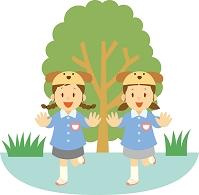 幼稚園でお遊戯をする子供達