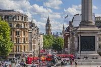 イギリス ロンドン トラファルガー広場と観光客