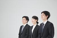 笑顔の若いビジネスパーソン達