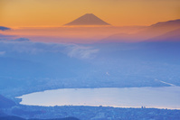 長野県 高ボッチ高原より富士山と諏訪湖
