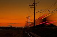 埼玉県 電車の夕暮れ