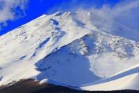 静岡県 水ヶ塚公園 厳冬の富士山と宝永火口