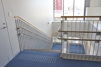 階段の手すり 点字ブロック