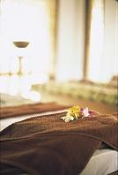 スパ室のタオルと花飾り