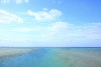 沖縄県 古宇利大橋から見る海と青空