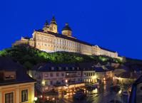 オーストリア ヴァッハウ渓谷/メルク修道院と街並み/夜景