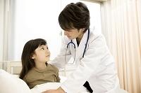 病室の子供患者と医師5