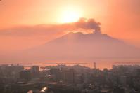 鹿児島県 朝日と桜島