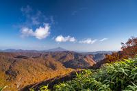 秋田県 秋の白神山地と岩木山