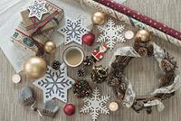 クリスマス小物とコーヒー