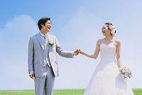 日本人カップルの青空ウェディング