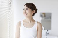 素肌のきれいな日本人女性