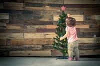 クリスマスを過ごす女の子