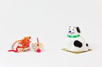 三春張り子座り犬と正月飾り
