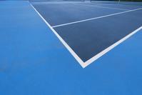 無人のテニスコート