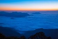 長野県 北アルプス 五竜岳より朝の雲海