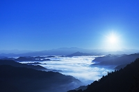 奈良県 日の出と雲海と山並み