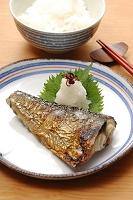 サバの塩焼きとご飯