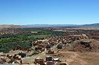 モロッコ トドラ川沿いのオアシス都市ティネリールの町