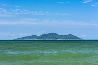 福岡県 さつき松原海岸から望む地島