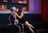 コンセプト 骸骨と外国人