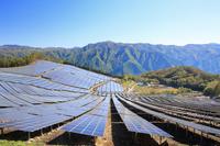 山梨県 太陽光発電所のパネル