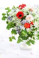花瓶の花 アネモネとラナキュラス