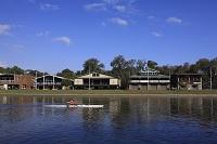 オーストラリア  メルボルン  ヤラ川でボートを漕ぐ人