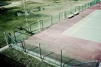 新興住宅地調整池に作られたテニスグランド