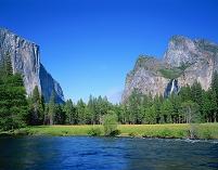 アメリカ・カルフォルニア州 ヨセミテバレーとマーセド川