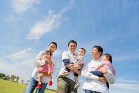 公園に集う3組の父親と子供