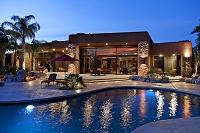プールのある大豪邸