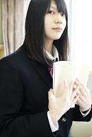 読書する女子高校生