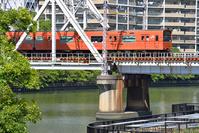大阪府 大阪環状線 鉄橋を渡る201系普通電車