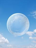 青空に浮く半透明の地球儀
