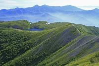 長野県 小蓮華山より白馬大池と上信越の山
