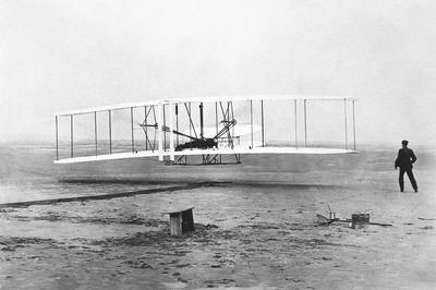 ライト兄弟 初の動力飛行 (1903年12月)