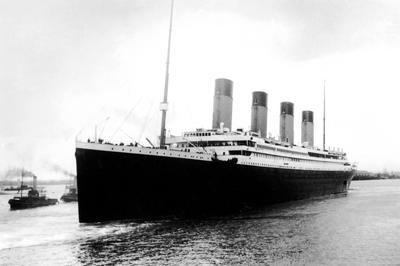 タイタニック号沈没 (1912年4月)