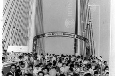 横浜ベイブリッジ開通(平成元年 / 1989年9月)