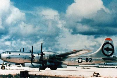爆撃機「エノラ・ゲイ」