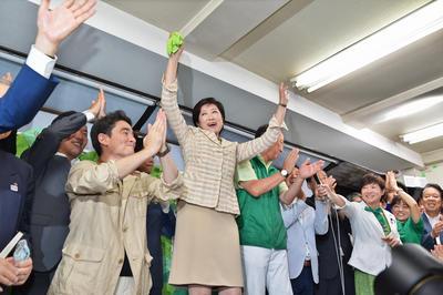2016年東京都知事選挙で勝利し、女性初の都知事に