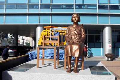 2016/12/30 釜山の日本領事館前に慰安婦像設置