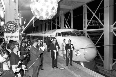 博多駅まで開通(1975年3月10日)