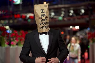 2014年 映画祭で紙袋をかぶる奇行